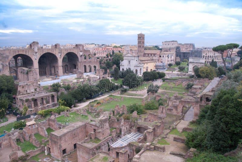 Rovine romane un bello giorno fotografia stock