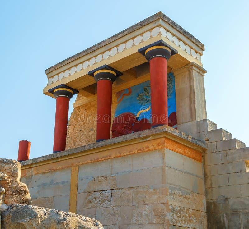 Rovine sceniche del palazzo di Minoan di Cnosso Entrata del nord con l'affresco del toro Candia Isola del Crete La Grecia europa fotografie stock