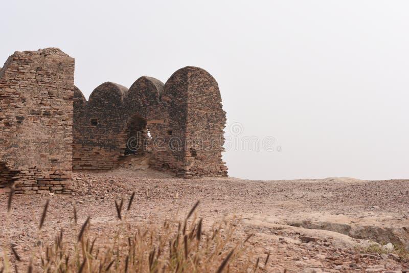 Rovine storiche della fortificazione di Bhatner a Hanumangarh nel Ragiastan, 1700 anni forti fotografie stock libere da diritti