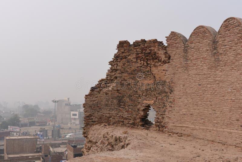 Rovine storiche della fortificazione di Bhatner a Hanumangarh nel Ragiastan, 1700 anni forti immagine stock libera da diritti
