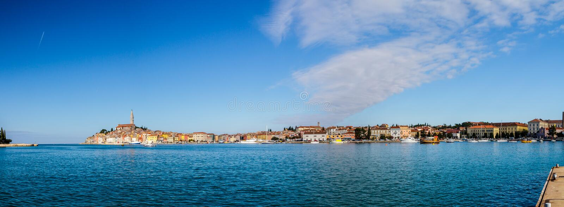 Rovinj är en stad i Kroatien som placeras på det norr Adriatiskt havet som lokaliseras på den västra kusten av den Istrian halvön arkivfoto