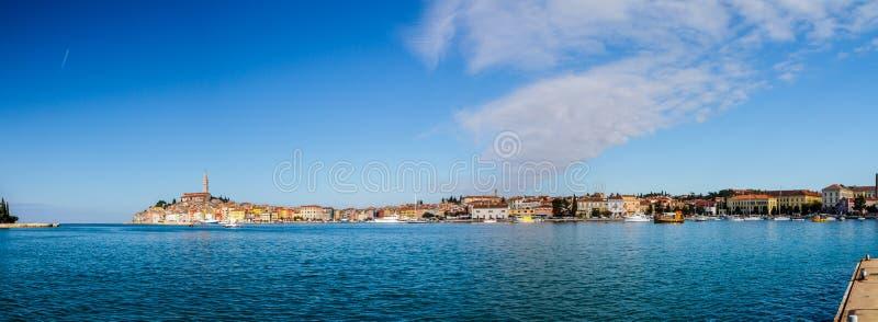 Rovinj é uma cidade na Croácia situada no mar de adriático norte situado na costa ocidental da península de Istrian, ele é um pop foto de stock