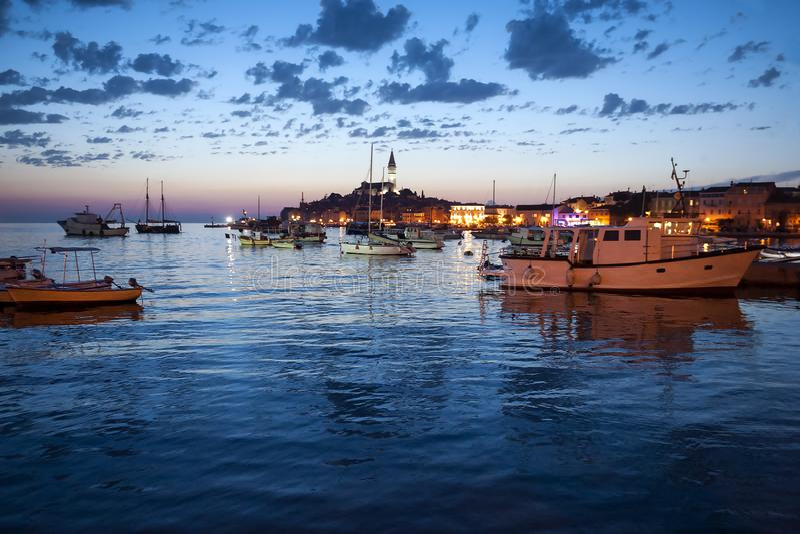 Rovinj σε Istria, Κροατία βράδυ στοκ εικόνα