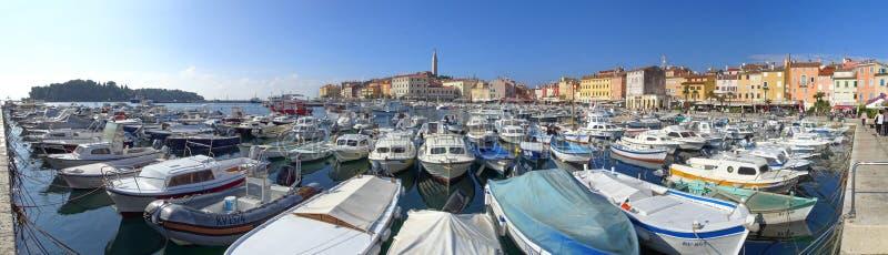 Rovinj marina, riva i katedry wierza, zdjęcie royalty free