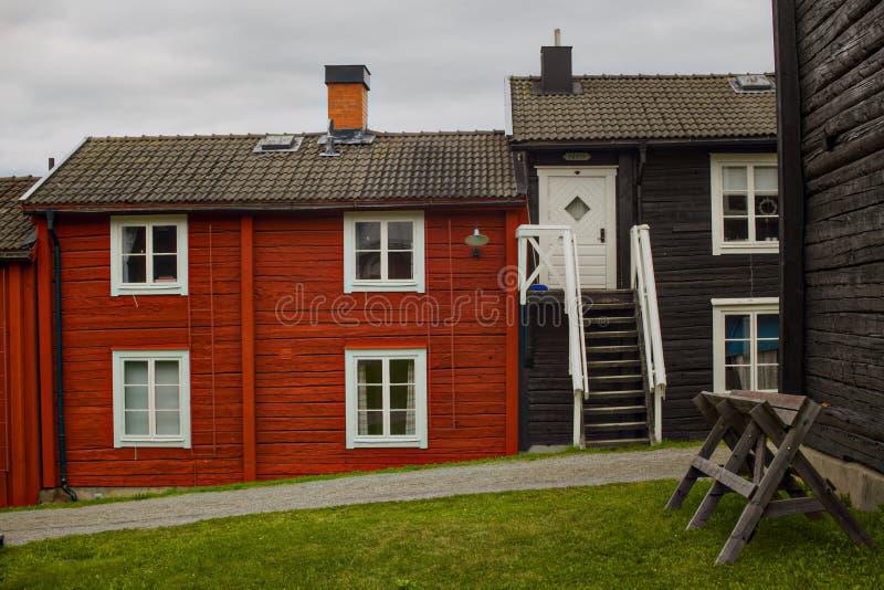 Row-huizen in het kerkdorp Kyrkstaden in Vilhelmina, Zweden stock foto