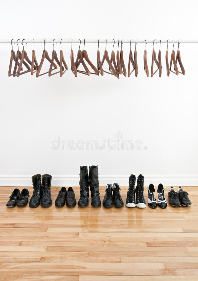 Free Row Of Shoes And Empty Hangers Royalty Free Stock Images - 18724609
