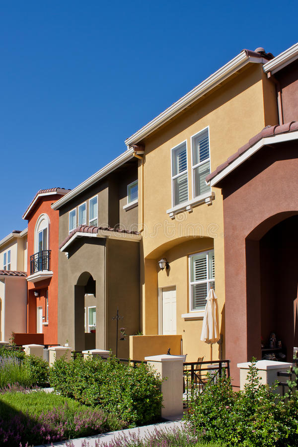 Free Row Of Townhomes Royalty Free Stock Image - 32073586