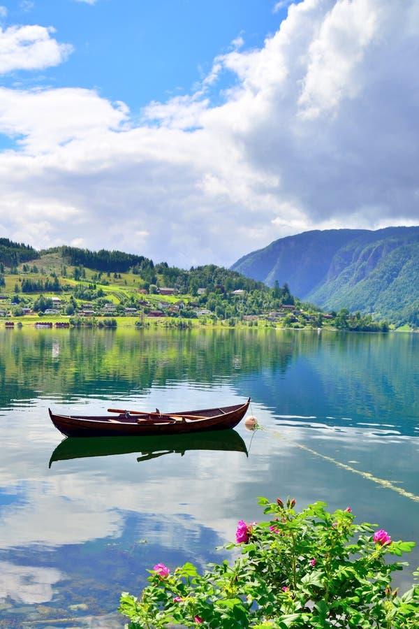 Rowboat в Ulvik, Норвегии стоковая фотография