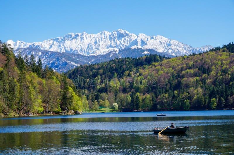 Rowboat на высокогорном озере стоковая фотография rf