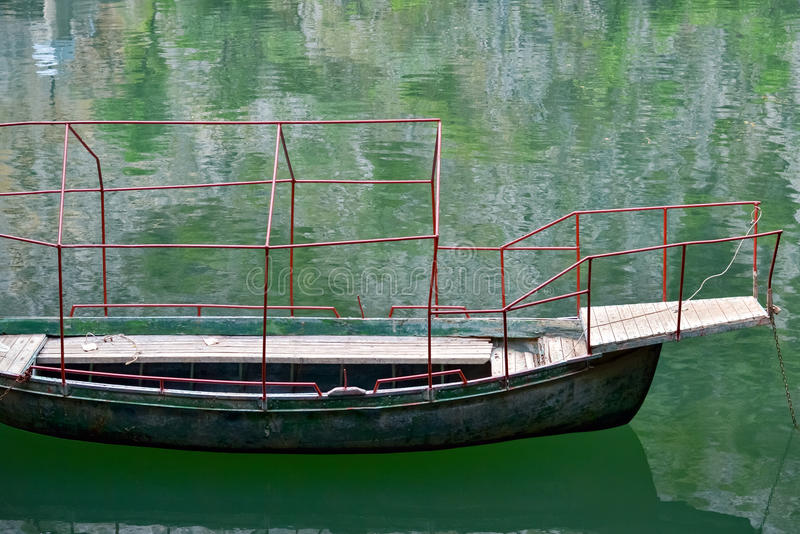 Download Rowboat image stock. Image du petit, scène, tranquille - 56490613