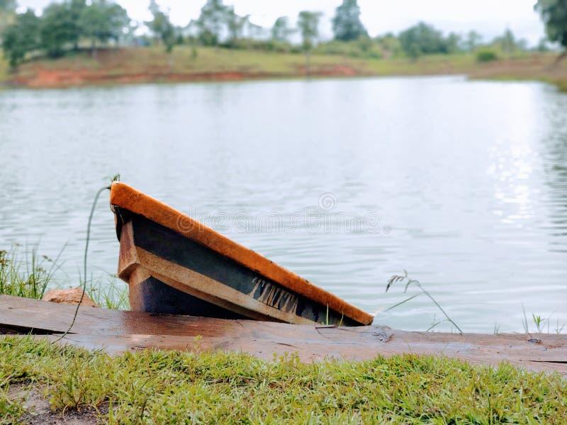 Rowboat bij Madre Vieja Lagoon royalty-vrije stock afbeeldingen