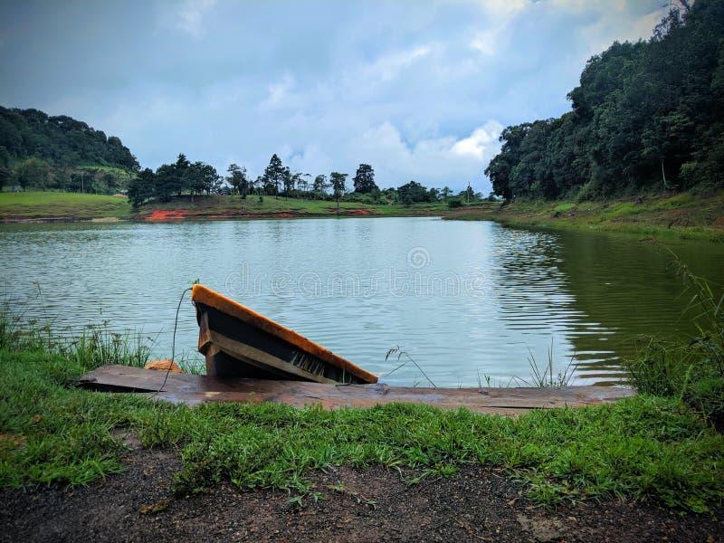Rowboat bij Madre Vieja Lagoon stock foto's