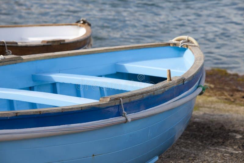 Rowboat messo in bacino immagini stock libere da diritti