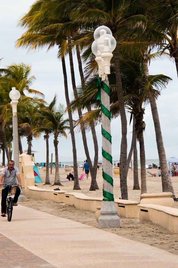 Rower na rower ścieżce wzdłuż plaży obraz stock