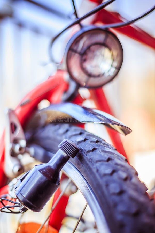 Rower w mieście: Zamyka w górę obrazka dynamo zdjęcia stock