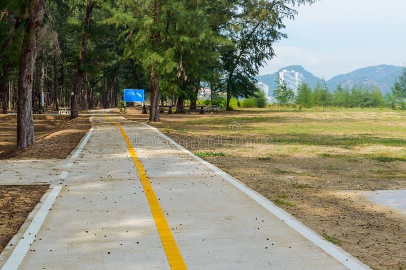 Rowerowa ścieżka w parkach zdjęcia royalty free