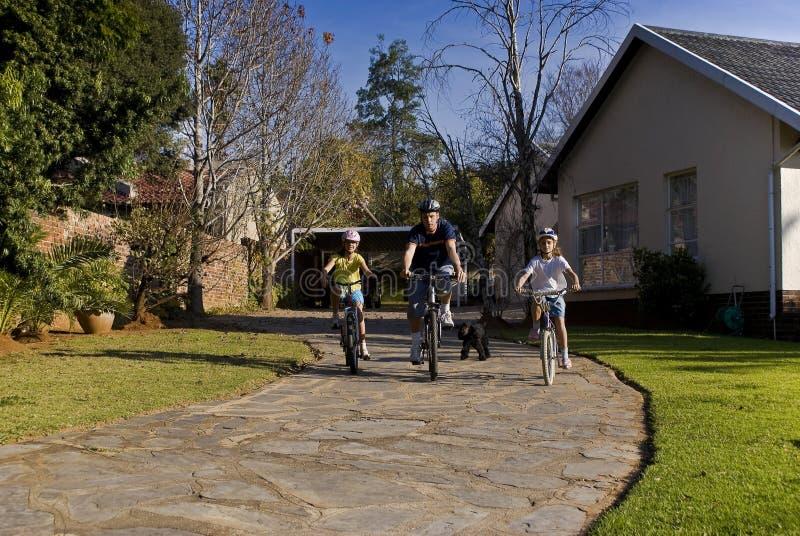 rowerowa rodzinna przejażdżka obraz stock