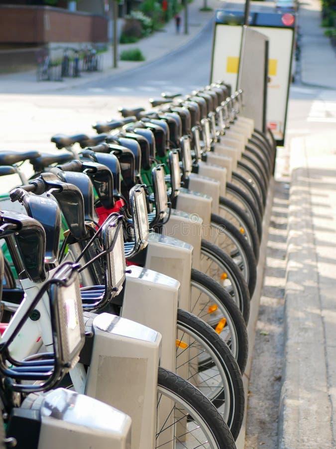 Rowerowa udzielenie usługa blisko rowerowej ścieżki w Montreal obrazy stock