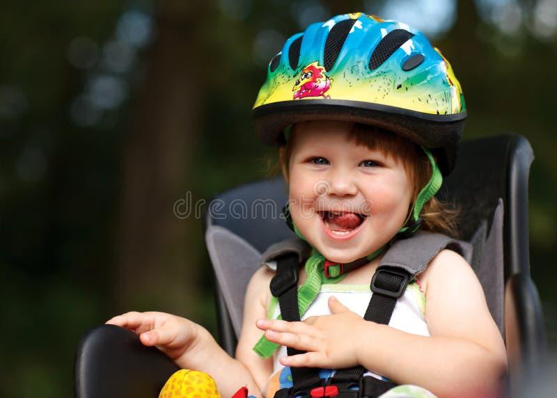 rowerowej dziewczyny mały siedzenie zdjęcia stock
