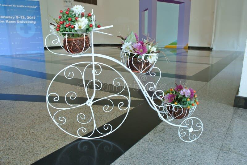 Rowerowy flowerpot fotografia stock
