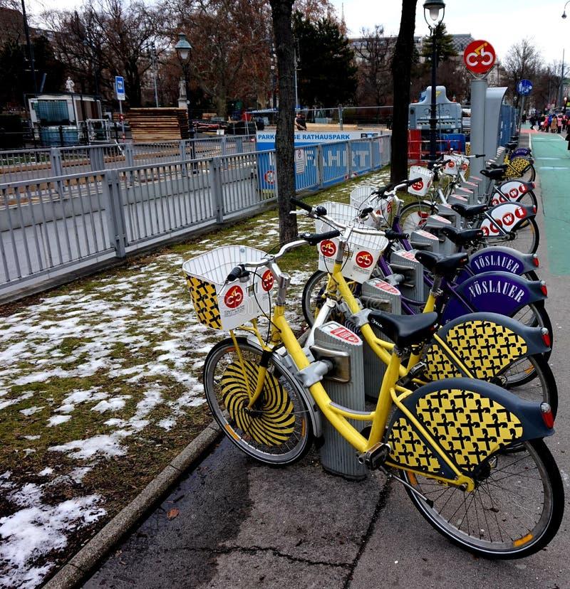 Rowerowy parking na ulicie Wiedeń obrazy royalty free