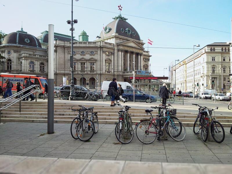Rowerowy parking w MuseumsQuartier, Wiedeń zdjęcie stock