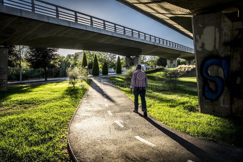 Rowerowy trasy i jezdni most w Sant Cugat Del Valles Barcel obrazy stock