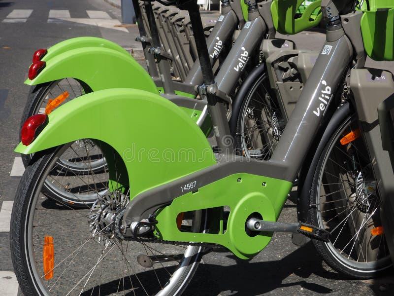 Rowerowy udzielenie systemu Velib ` w Paryż zdjęcia stock