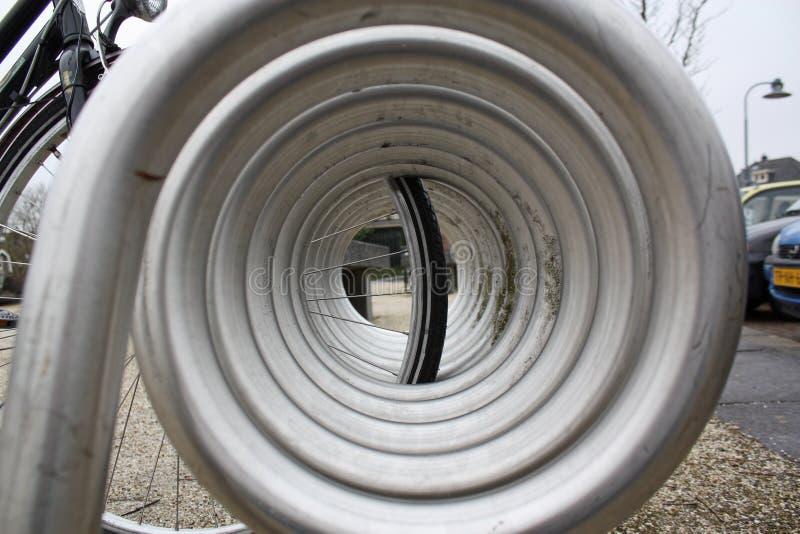 Download Rowerowy Zamknięty Nowożytny Dręczy Nowożytny Obraz Stock - Obraz złożonej z bicykl, cyklista: 13328065