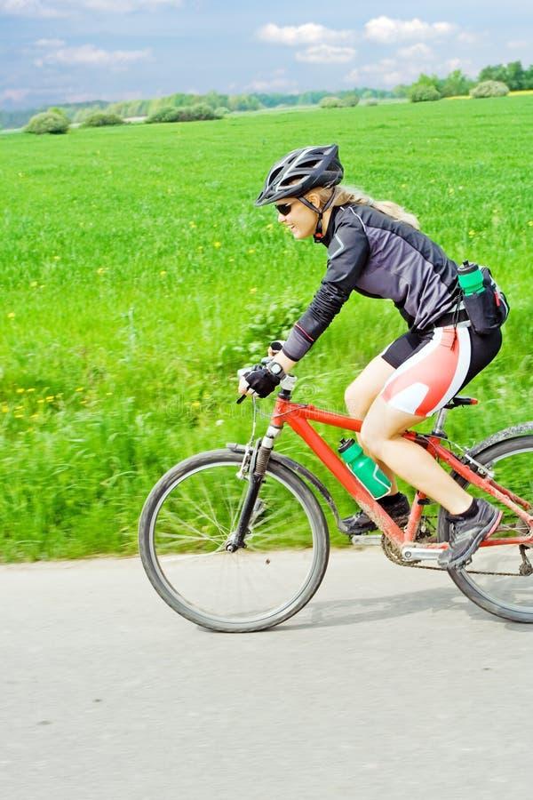 roweru halni jeździeccy kobiety potomstwa obraz royalty free