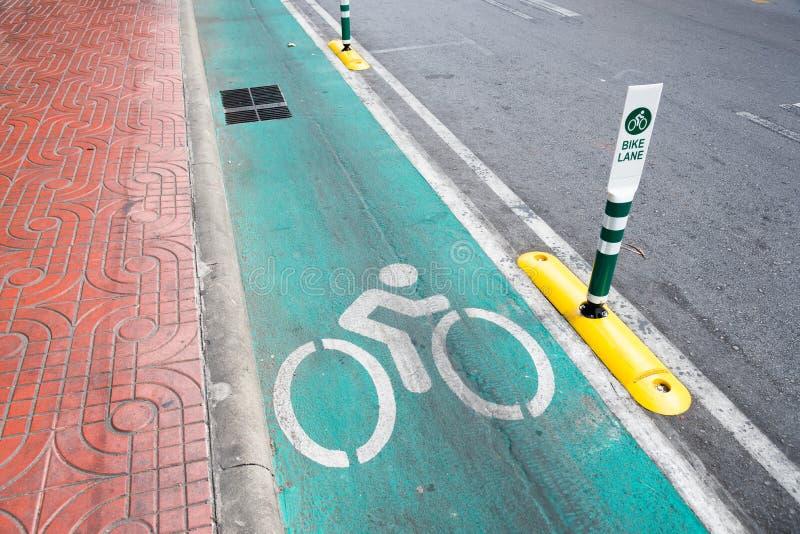 Roweru pasa ruchu znak uliczny w Bangkok zdjęcia stock