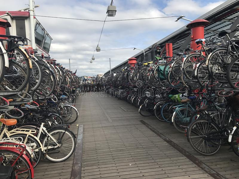Roweru stojak w Amsterdam holandiach zdjęcia stock