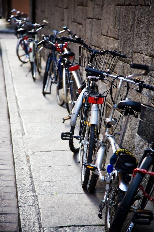 rowery w pobliżu odizolowanego obrazy royalty free