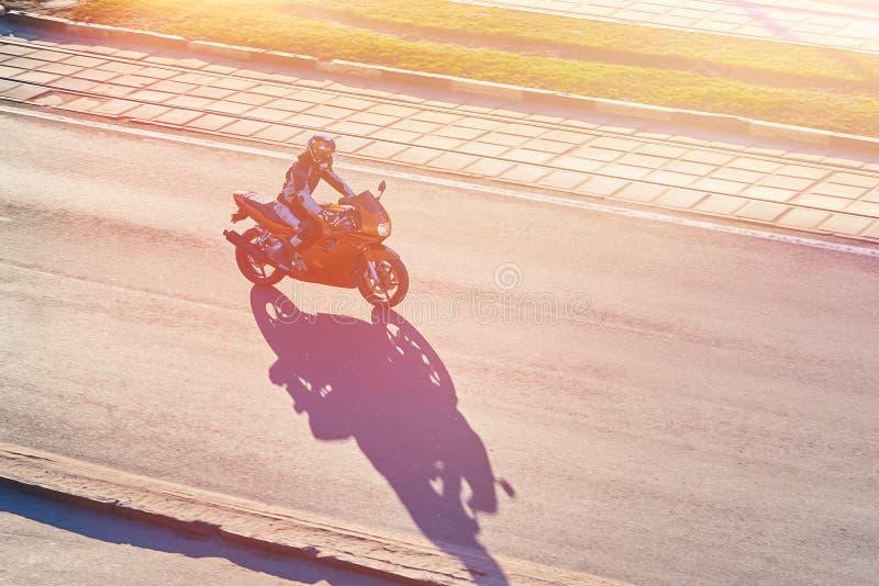 Rowerzysta na motocyklu obrazy royalty free