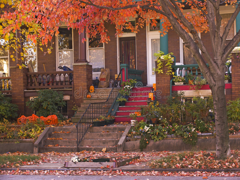 Rowhouse_Porches_in_Autumn stock foto
