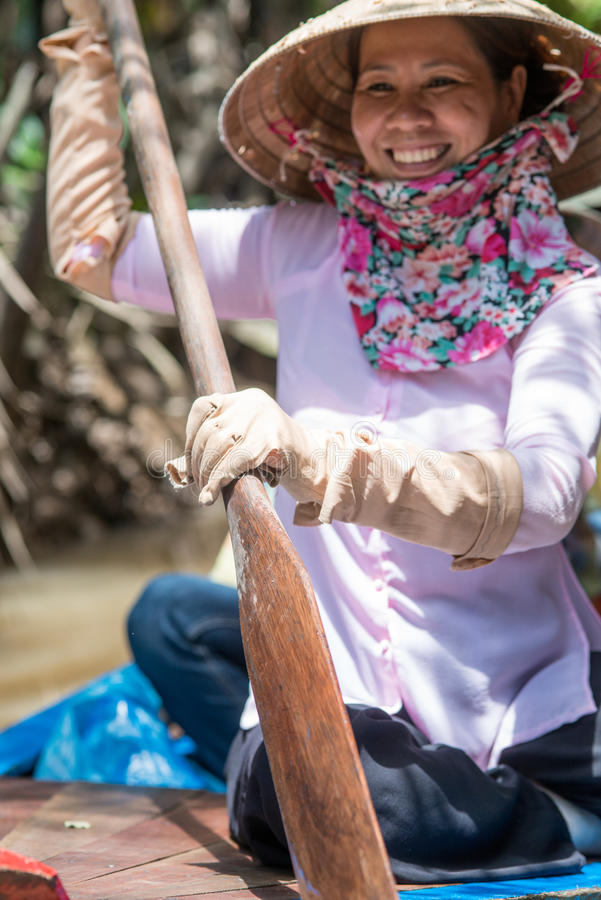 Rowing vietnamita de la muchacha fotografía de archivo