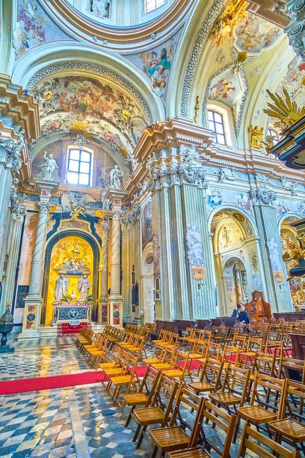 Rown van stoelen in gebedzaal van St Anna kerk, Krakau, pol. royalty-vrije stock foto's