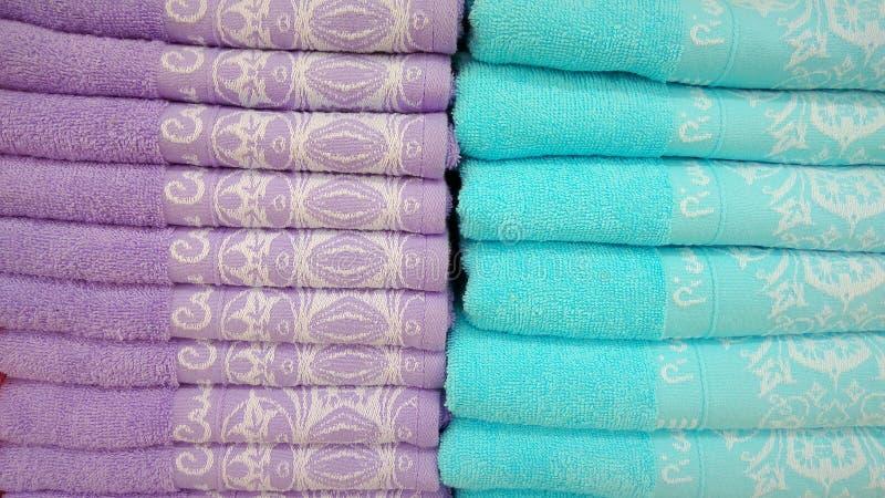 Roxo e Teal Towels imagens de stock royalty free