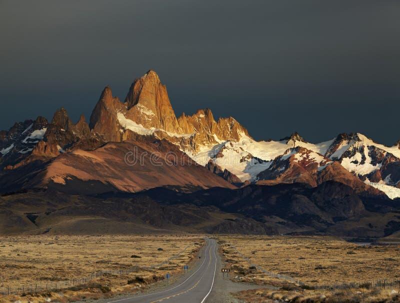 roy för patagonia för argentina fitzmontering soluppgång arkivfoto