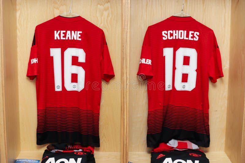 Roy Keane en Paul Schole jerseys klaar voor de Liam Miller Tribute-gelijke royalty-vrije stock afbeeldingen