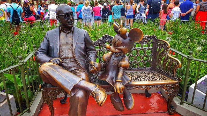 ROY O Disney e benvenuto di Minnie Mouse voi al regno magico immagine stock libera da diritti