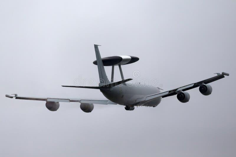 Royal Air Force RAF Boeing E-3D Sentry wczesnego ostrzeżenia AWACS Powietrzny samolot ZH101 przy Royal Air Force stacją Waddingto fotografia stock