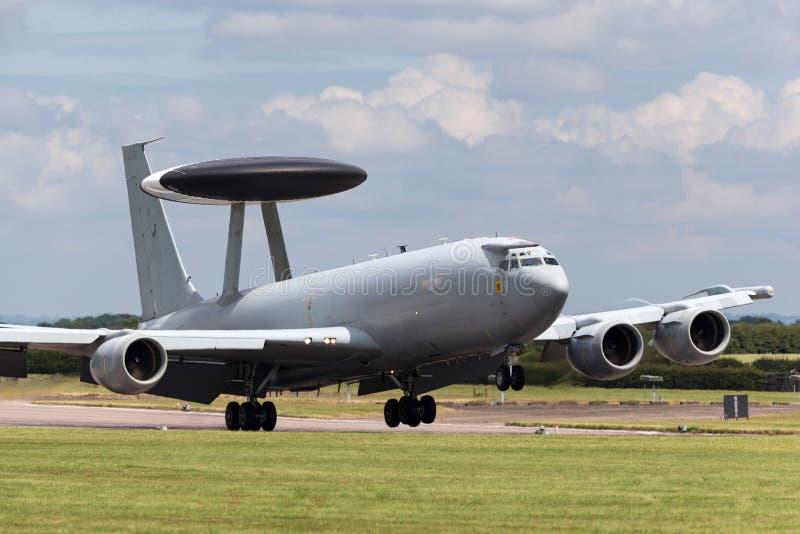 Royal Air Force RAF Boeing E-3D Sentry wczesnego ostrzeżenia AWACS Powietrzny samolot ZH101 przy Royal Air Force stacją Waddingto obrazy stock