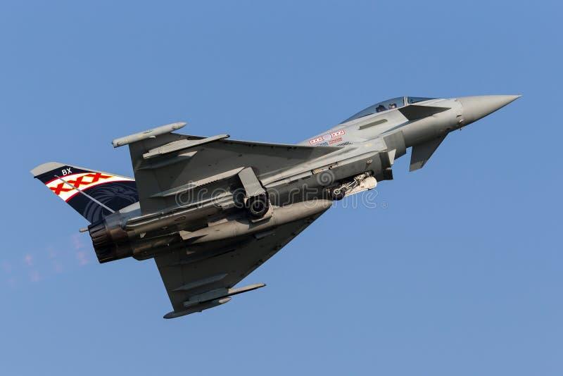Royal Air Force RAF Eurofighter EF-2000 τυφώνας FGR 4 ZK343 από το αριθ. 29R η μοίρα βάσισε RAF Coningsby στοκ εικόνες με δικαίωμα ελεύθερης χρήσης