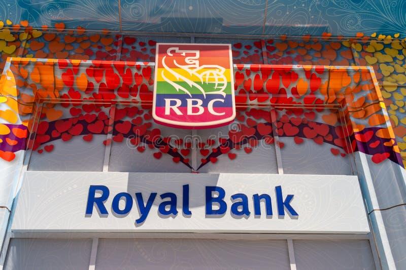 Royal Bank della facciata del Canada visualizza i colori dell'arcobaleno a Toronto 2019 fotografia stock