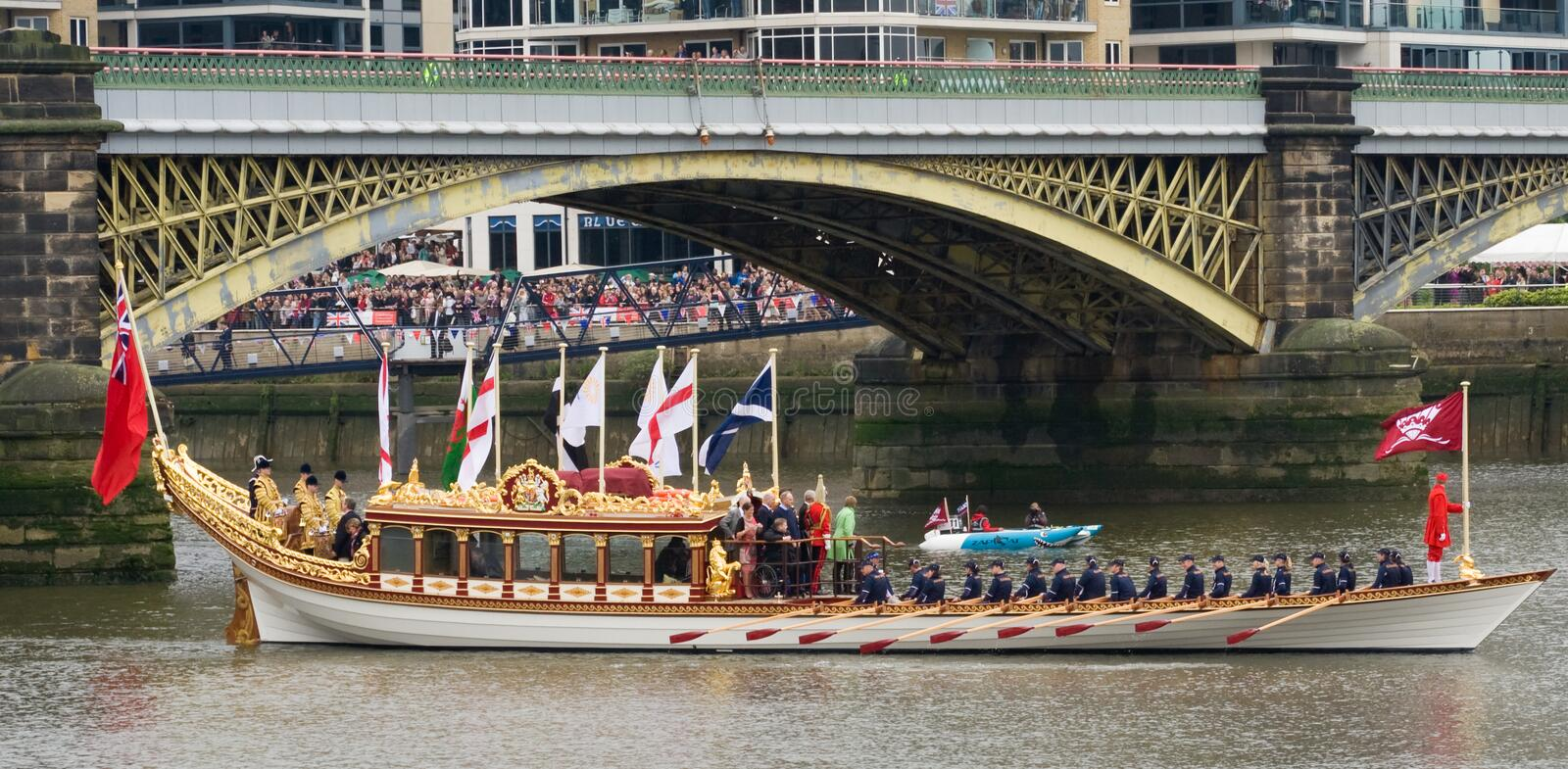 Download The Royal Barge Heads Heads Off Editorial Stock Photo - Image: 25119188