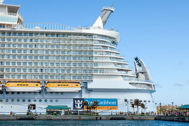 Download Royal Caribbean editorial photo. Image of vessel, crowd - 36915616