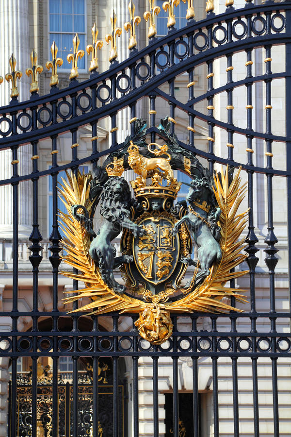 Download Royal Crest At Buckingham Palace Gate In London Stock Image - Image: 27724251
