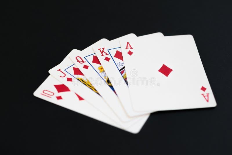 Royal Flush von Diamanten im PokerKartenspiel auf einem schwarzen Hintergrund stockbilder