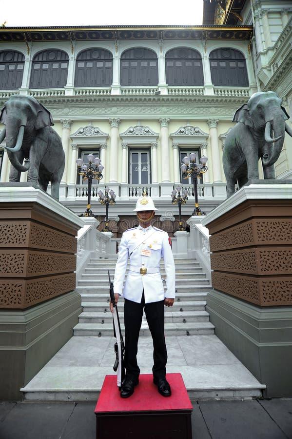 Download Royal Guard At The Grand Palace, Bangkok Editorial Stock Image - Image of guard, building: 97263589